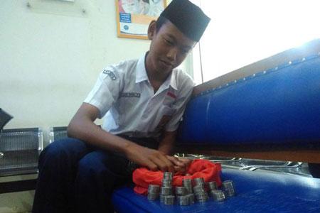 Eka Duta Prasetya : Membayar Biaya Sekolah Dengan Uang Recehan