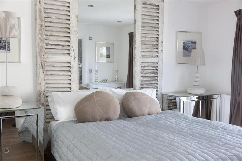fabulous coastal bedroom design | Lee Caroline - A World of Inspiration: Fabulous Seaside ...