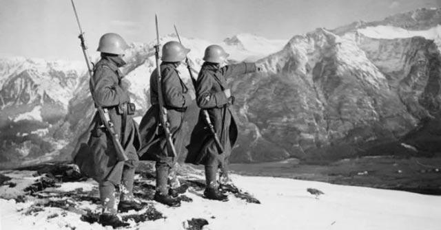 Swiss Army patrol in World War II worldwartwo.filminspector.com