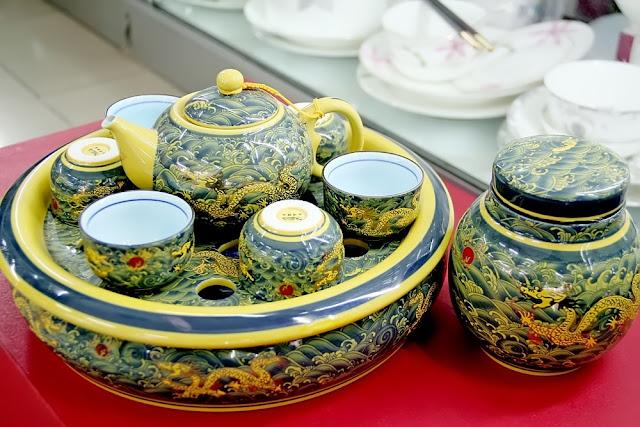 Gốm sứ Trung Quốc có họa tiết và màu sắc rực rỡ