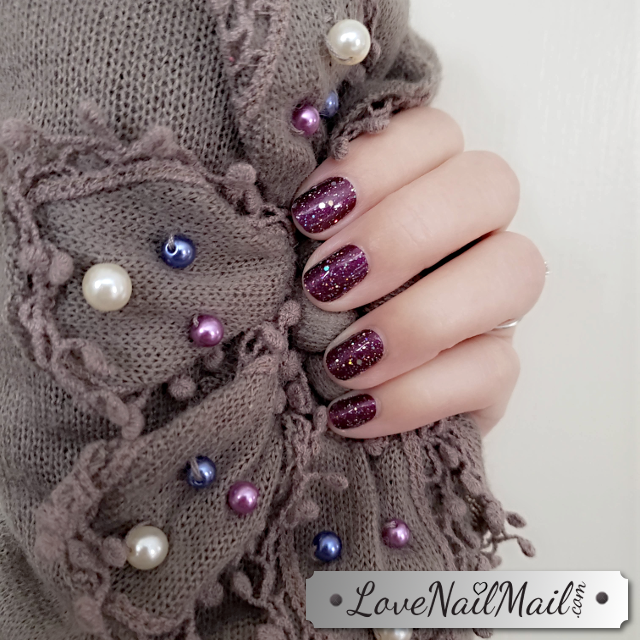 Color Street Bordeaux Glitz Nailfie  |  www.LoveNailMail.com