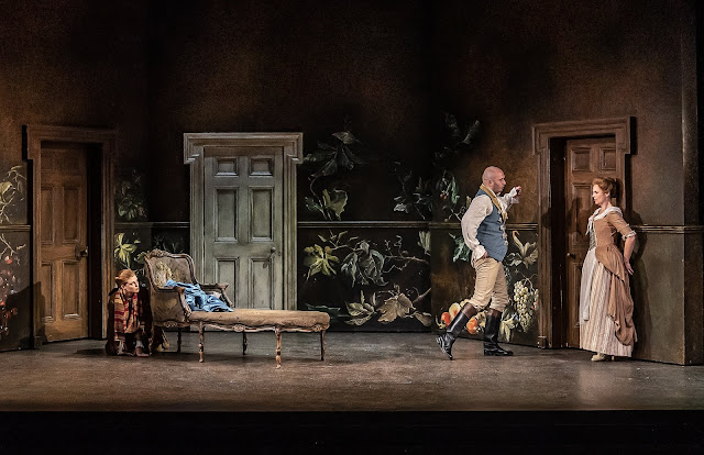 Mozart: Le nozze di Figaro - Wallis Giunta, Toby Girling, Ellie Laugharne - The Grange Festival 2019 (Photo Clive Barda)