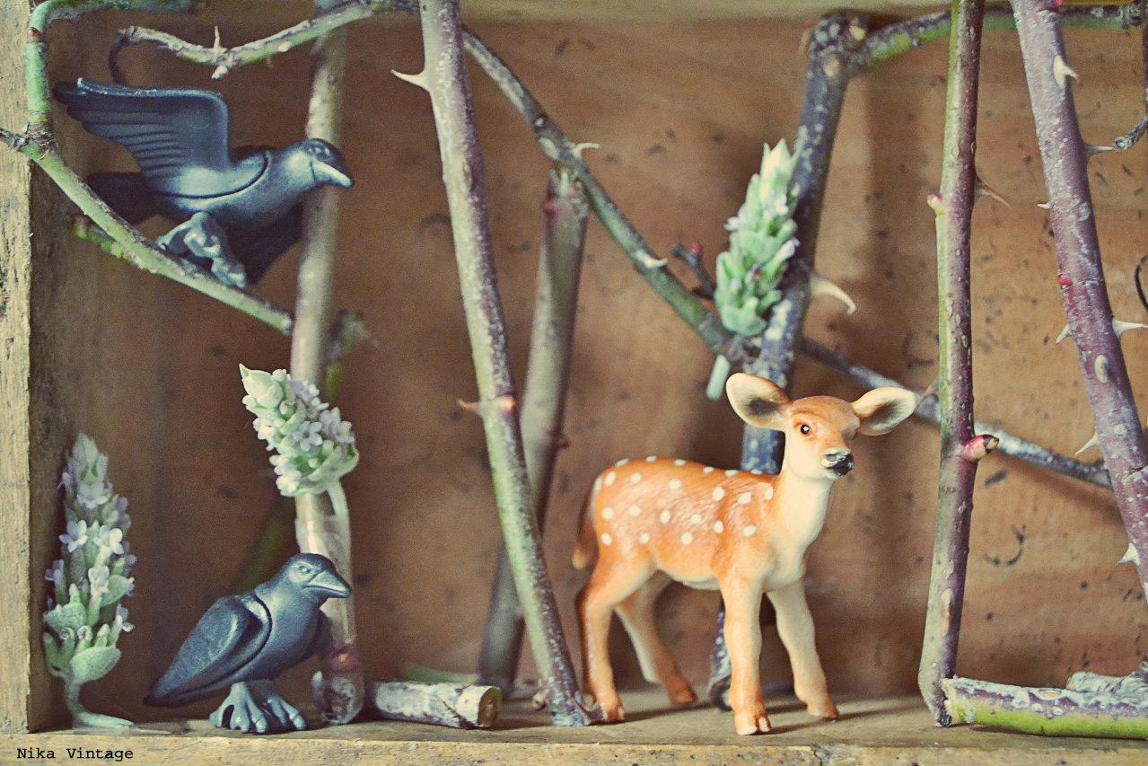 diy, hazlo tu mismo, diorama, bosque, bambi, ciervo, cuervo, diorama bosque, cajon madera