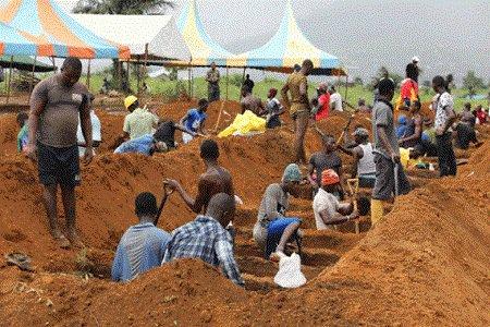 فاجعة الدفن بالسيراليون تدفع المغرب لإرسال مساعدات عاجلة