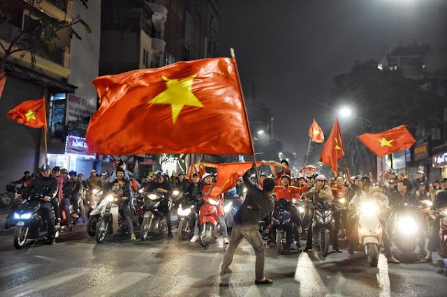 Bóng đá Việt: Nền và nóc