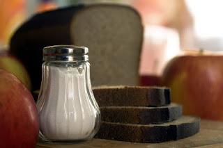 لماذا يجب انقاص كمية الملح من طعامنا/الدكتور نبيل العياشي