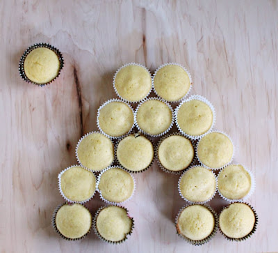 plain lemon honey cupcakes laid out for bee hive pull apart cupcake cake
