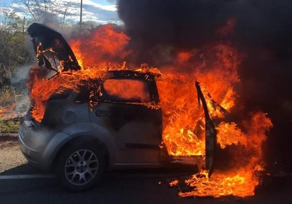 Carro pega fogo e homem fica gravemente ferido em Jaguaribe