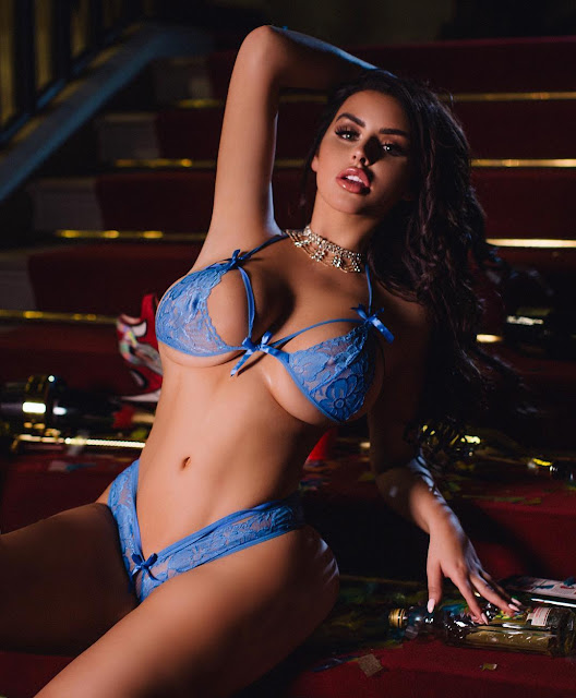 Sexiest-Abigail-Ratchford-Hottest-Photoshoot-Instagram-Picture