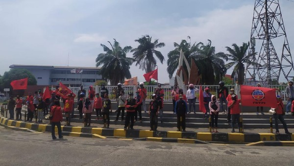Batal Demo di Cempaka Putih, Buruh Aksi di Kawasan Industri JIEP Pulogadung