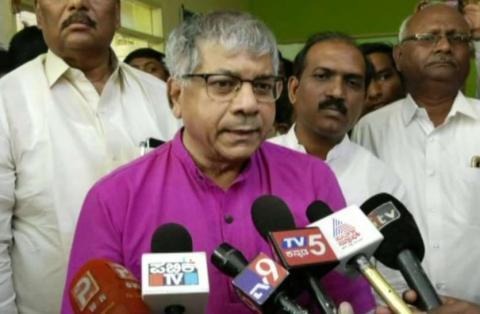 केन्द्र सरकार मुस्लिम विरोधी नहीं, हिंदू विरोधी है - डॉ. प्रकाश अम्बेडकर