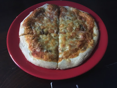 Pizza margherita w restauracji AllStars grill & pub, Mikołów