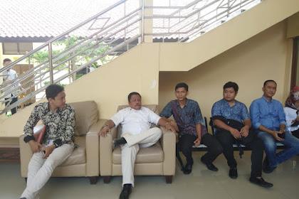 Aktivitas Drs Syafrial Bakri, SH.,MH. bertemu dgn SISWA STIH di PENGADILAN NEGERI KARAWANG 05-02-2020