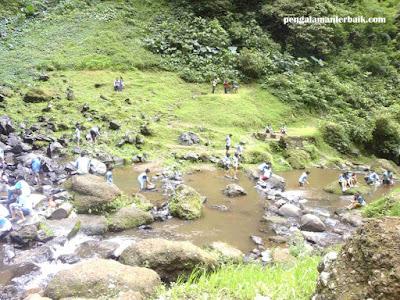 wisata alam Curug Cimahi (Curug Pelangi)