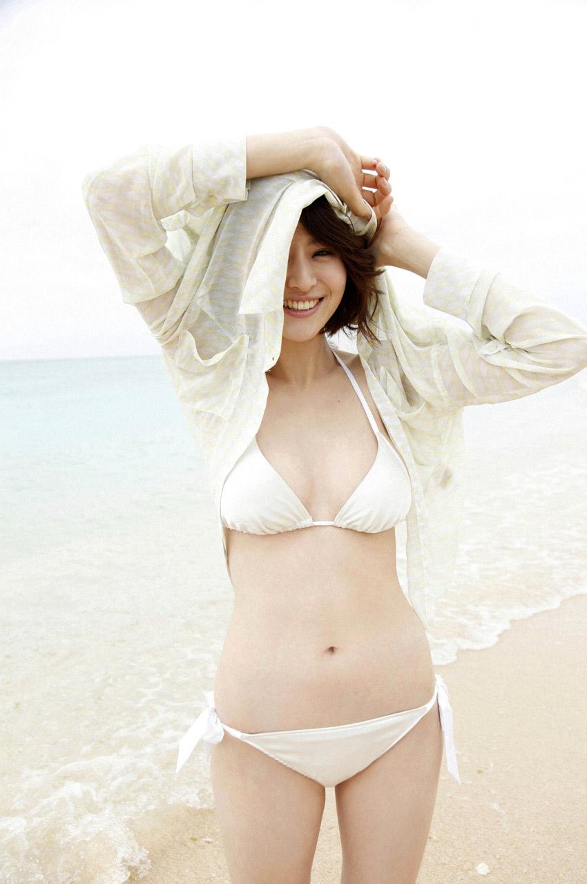 chinami suzuki sexy bikini pics 03