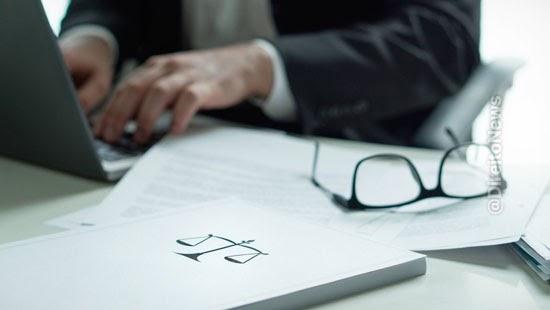 sindicato responde prejuizo causado advogado associados