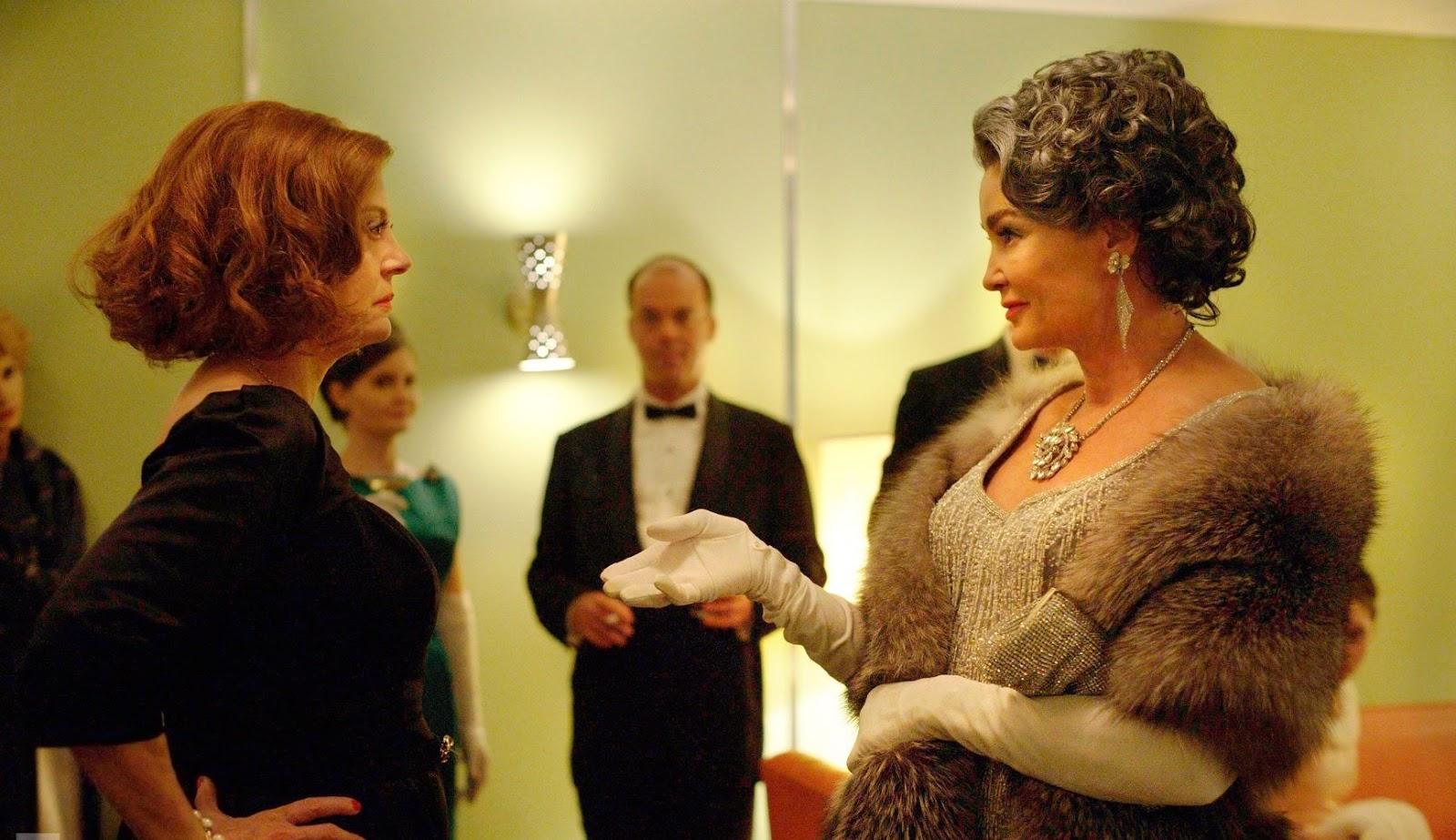 Susan Sarandon y Jessica Lange en un fotograma de Feud