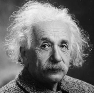 O que Albert Einstein fez ?
