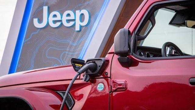 Η Jeep τοποθετεί σταθμούς φόρτισης και σε off road διαδρομές