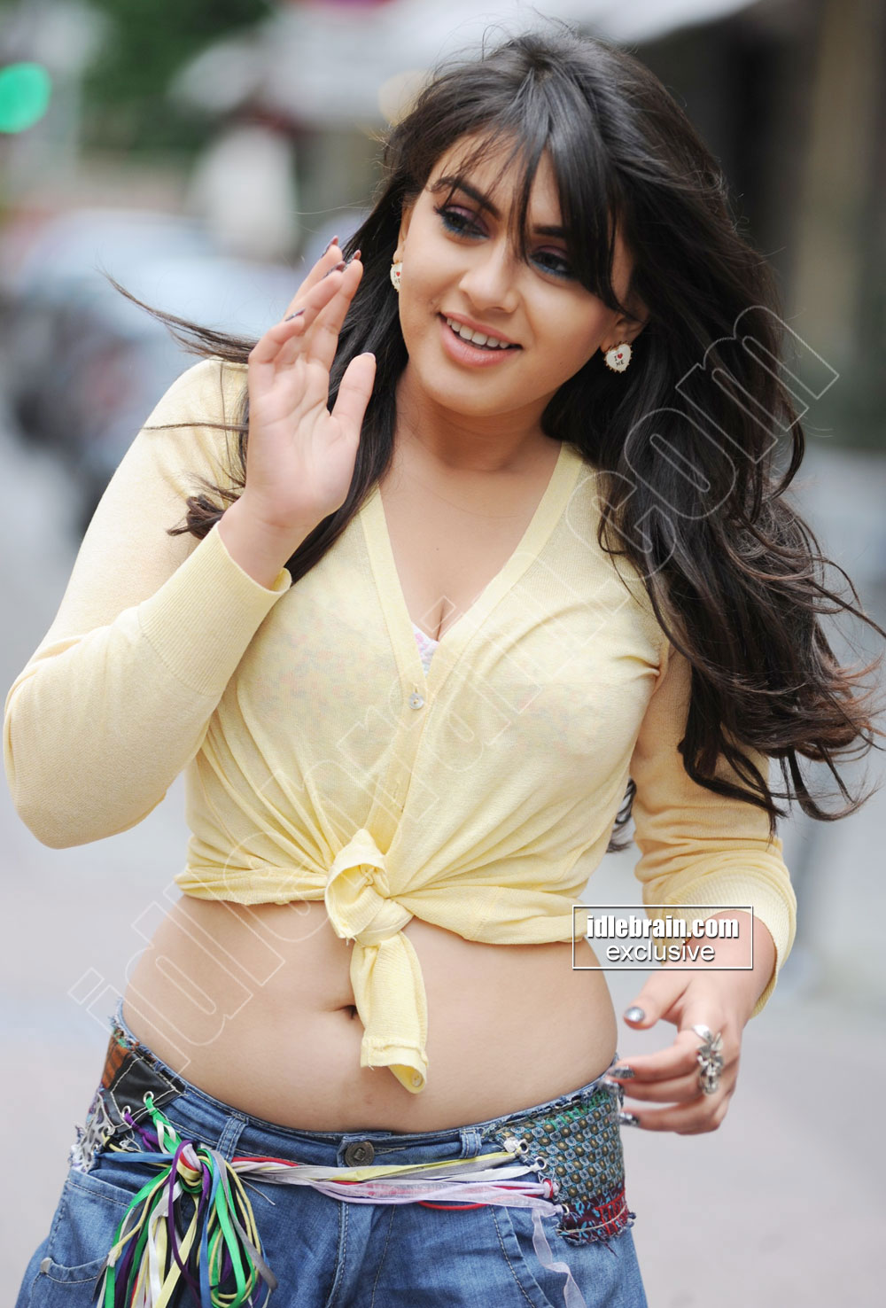 ACTRESS SEXY SPICY HOT PICTURES: Hansika Motwani Cleavage