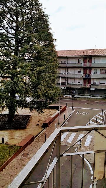 Azzano San Paolo Piazza IV Novembre: municipio, scuole