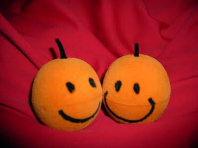 lächelnde Mandarinen, die eigentlich Ringschachteln sind