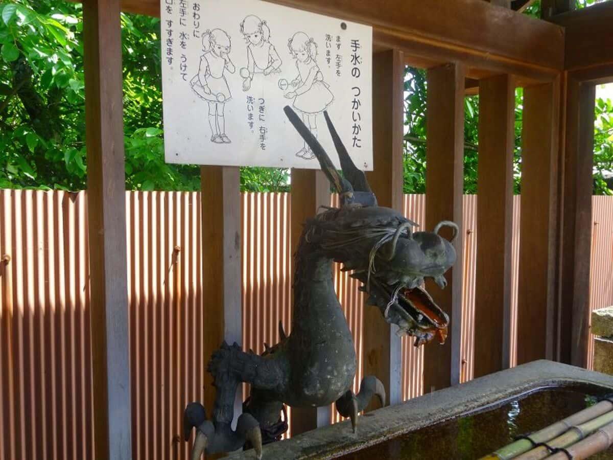 椎尾八幡宮の手水舎の龍