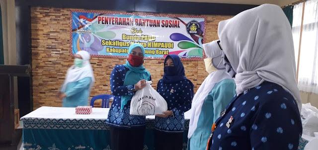 Bunda Paud Lambar, Berikan Buku Kepada Seluruh Siswa-Siswi PAUD dan TK di Lampung Barat