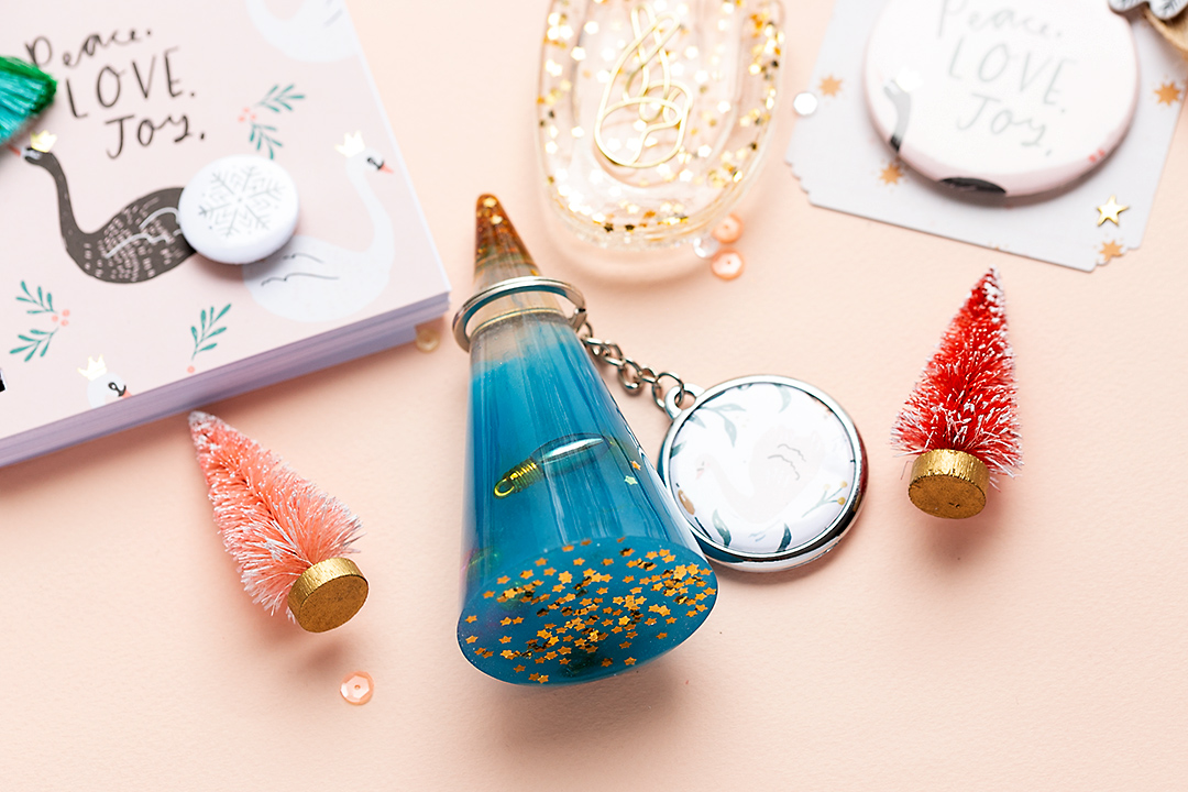 Resin Key-chain holder blue with golden stars
