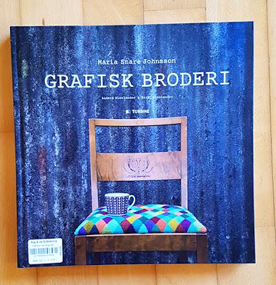 Skøn bog med mange moderne korsstingsbroderier