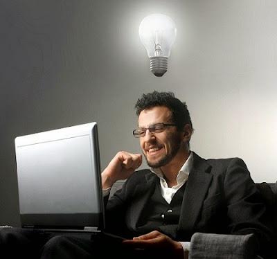 ideias de negócios na internet empresário tendo uma ideia