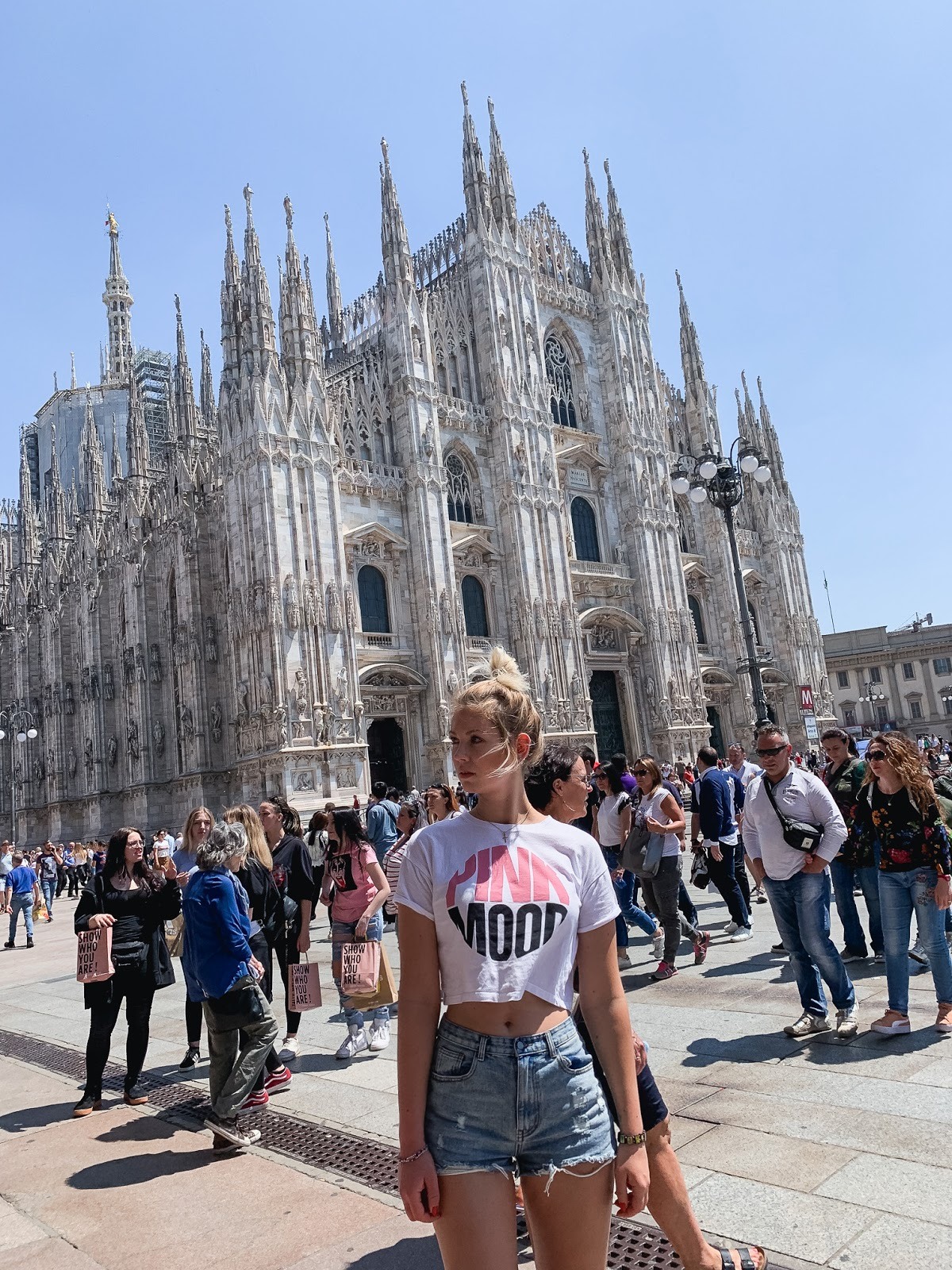 girl in front of il duomo