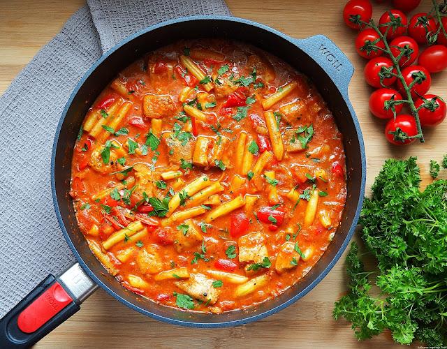 Pomidorowe curry z mintajem i fasolką szparagową