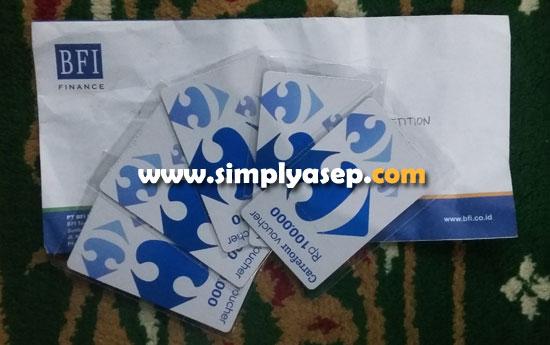 VOUCHER :  Ada 5 voucher @100K dalam amplop ini. Bentuknya unik seperti kartu telepon berbahan dasar plastik.  Foto Asep Haryono
