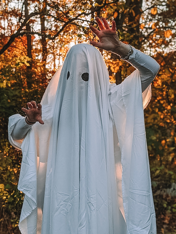 Fashion blogger Kathleen Harper's easy sheet ghost Halloween costume.