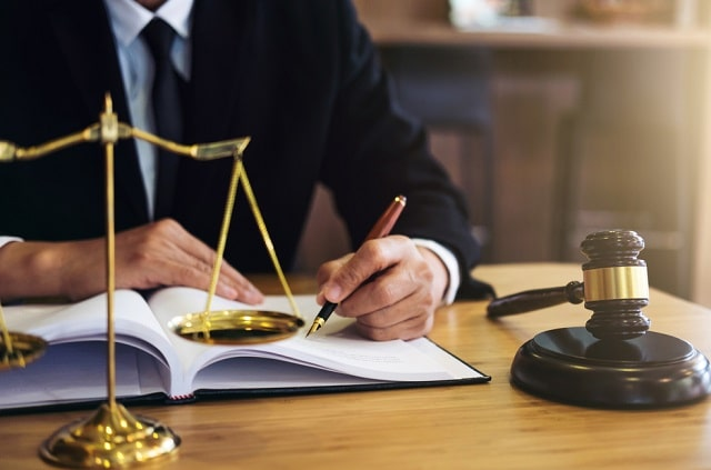 how do criminal lawyers help during assault charges