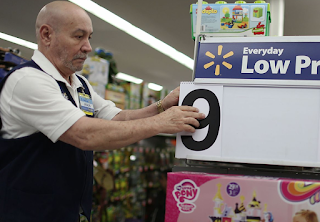 Amazon And Walmart Are In An all-Out Price War That Is Terrifying America's Biggest Brands
