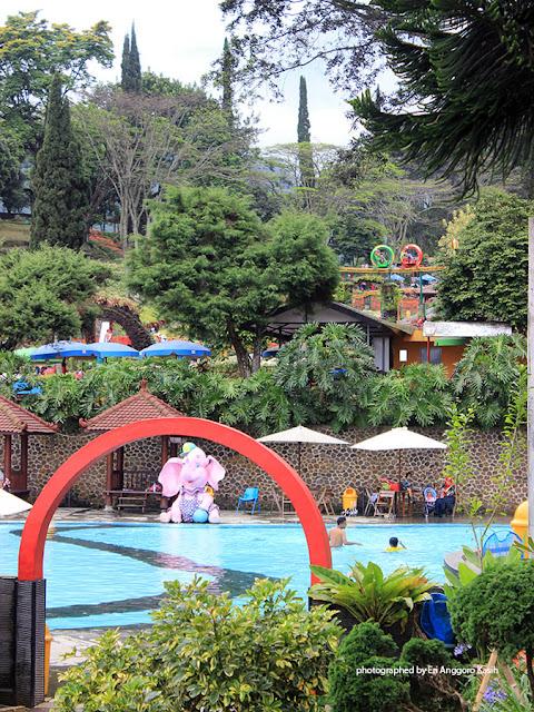 Foto Taman wisata air dan arena bermain di Taman Wisata Selecta.