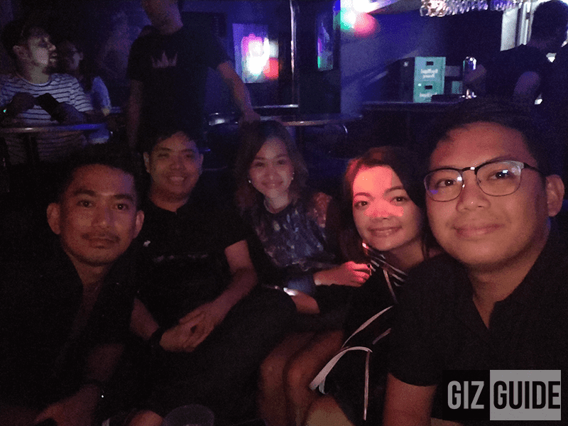 Groufie in super lowlight with team GIZGUIDE, Josh of Village Pipol and Jaja Ramirez