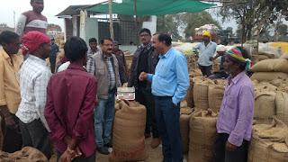 जिला सहकारी केन्द्रीय बैंक के सीईओ श्री शुक्ला ने किया हरदोली एवं बम्हनी के धान खरीदी केन्द्रों का निरीक्षण