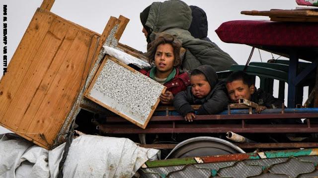 نصف مليون طفل يواجهون خطر الموت بسبب البرد في مخيمات النازحين بشمال سوريا