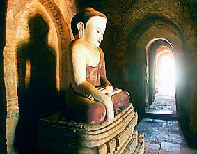 Buddha Statue sitting in Bagan
