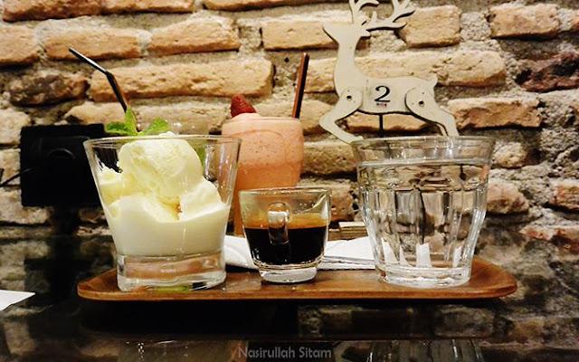 Pesananku Avogato adalah kombinasi antara Kopi Espresso dan Es Krim