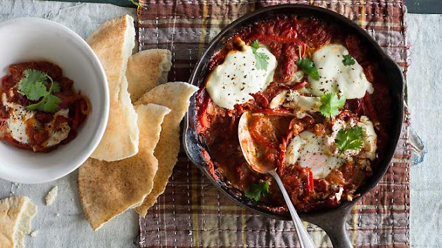 slightly spicy tomato and capsicum sauce and topped with tangy yoghurt Tunisian baked eggs (shakshuka) recipe