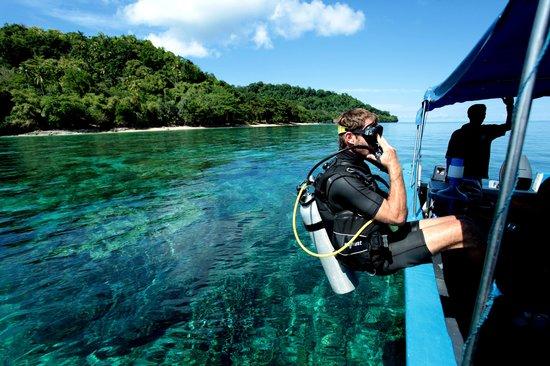 Diving di laut Banda Neira
