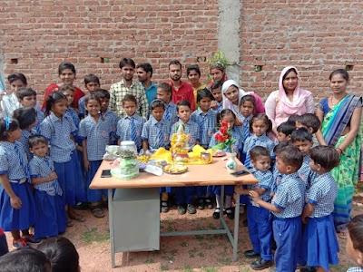 शिक्षकों को तिलक लगाकर बच्चों ने दिया उपहार | Pichore News
