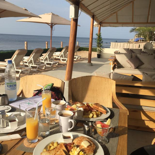 Restaurant, brunch, petit, déjeuner, branché, bar, plage, plat, mer, boisson, menu, américain, continental, LEUKSENEGAL, Dakar, Sénégal, Afrique