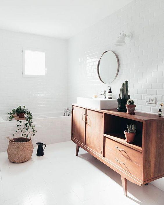 Decoração criativa no banheiro leva o buffet para ser lavatório. Achados de Decoração