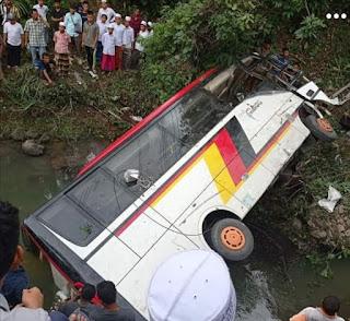 Bus Rombongan OPD Agam Masuk Jurang di Madina