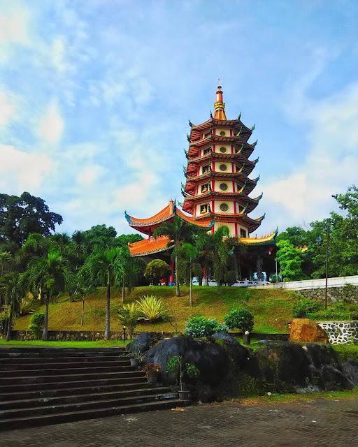 foto pemandangan pagoda watugong semarang